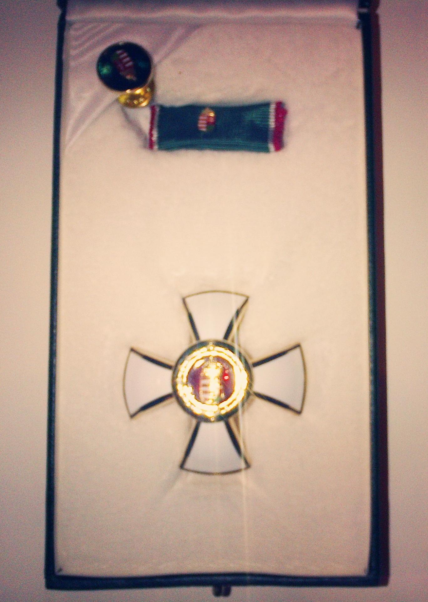 A március 15-i ünnep alkalmával a legmagasabb magyar állam által adható Magyar Érdemrend Tisztikeresztje állami kitüntetésben részesült múzeumalapítónk, Hidvégi Béla.